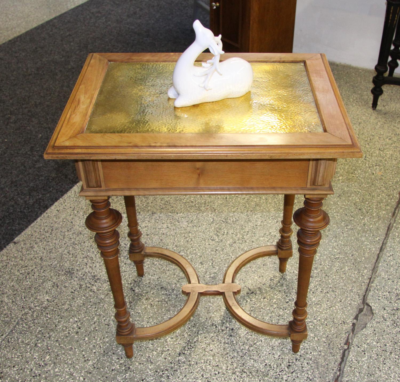K16b; Kleiner Tisch.