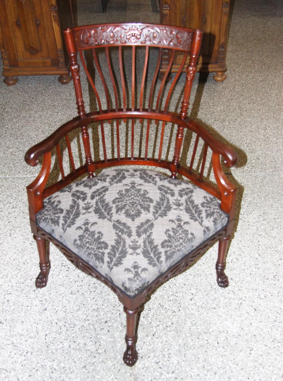 sm07b. Sessel geschnitzt.