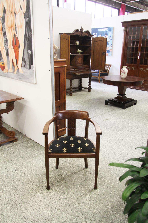 t11. Schreibtischstuhl .