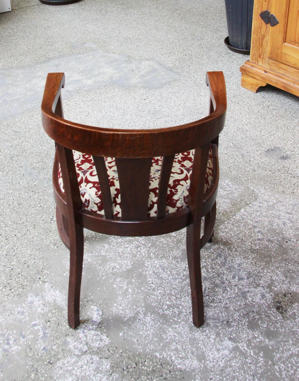 t12. antiker Schreibtischstuhl.