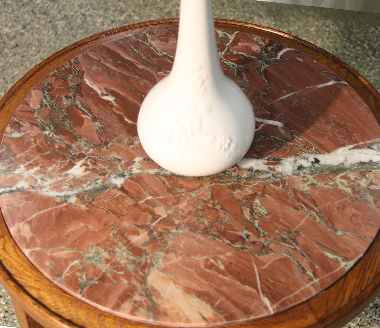 a08b. Tischchen mit Marmorplatte.