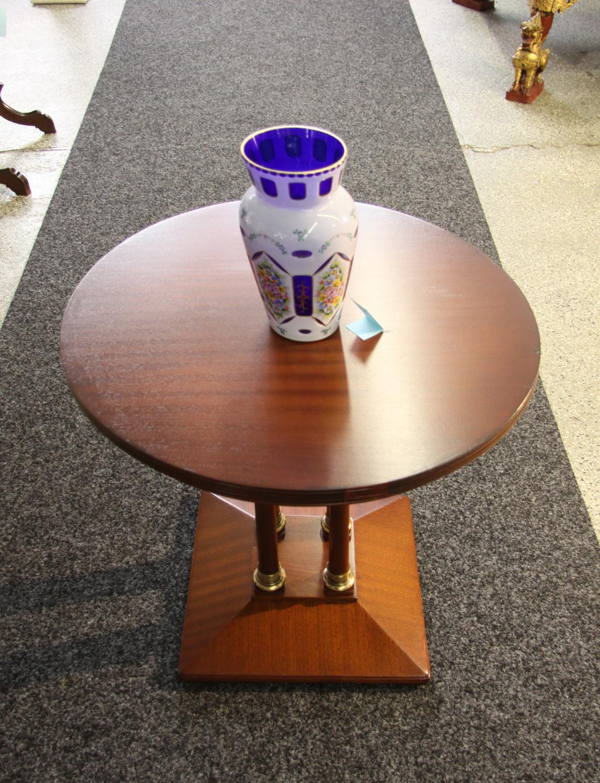 Ka50b. Rundes Tischchen.
