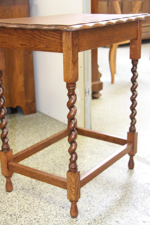 k11c; Englisches Tischchen.